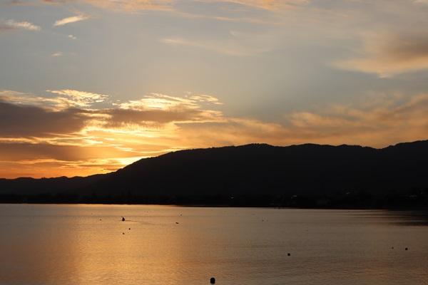 夕日の海津