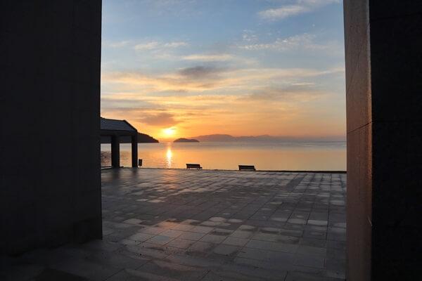 マキノ湖のテラスからの朝日