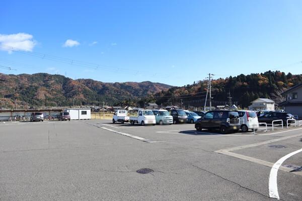 余呉駅の駐車場