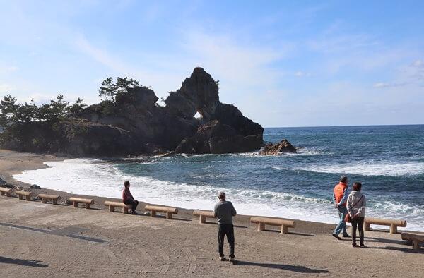 窓岩の海岸