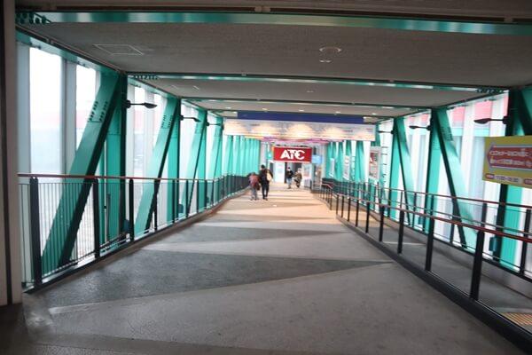 トレードセンター前駅の通路