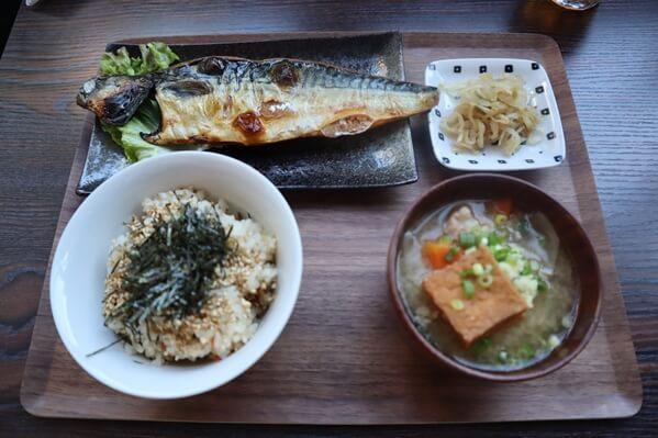 日本の朝食セット