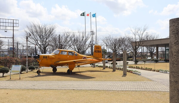 屋外の飛行機