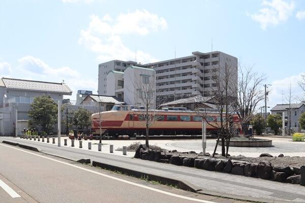 土居原ボンネット広場