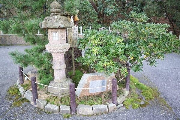 安宅住吉神社のさざれ石