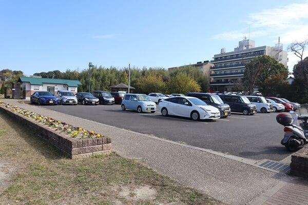 勅使池の無料駐車場