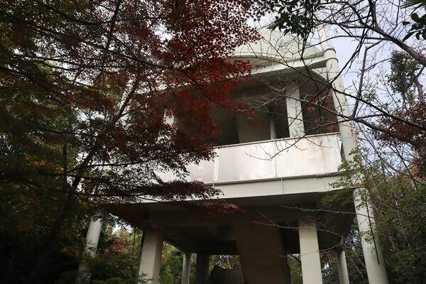 二村山展望台の建物